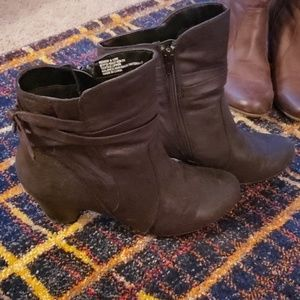 Black Bare Traps booties